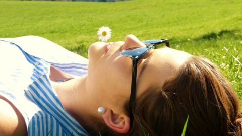 Pentingnya Manfaat Sunscreen untuk Rawat Kesehatan Kulit