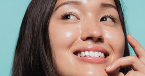 Mau glowing saat virtual meeting di Zoom? Ini 4 rekomendasi skincare buat kamu!