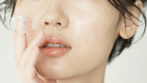 Bibir kering dan pecah-pecah saat puasa? Coba tips ini!